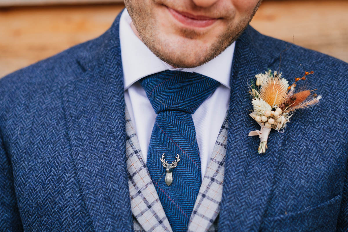 come up details of the groom's buttonhole